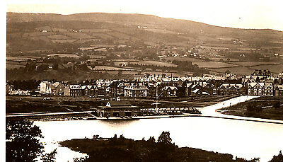 RADNORSHIRE - Vintage RP Postcard of LLandrindod Wells & Lake (1940/50s ?)