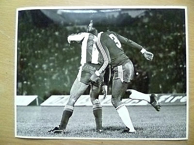 100% Press Photo-1981 WC Qualifying CHILE v PARAGUAY; Rene Valenzuela in Action