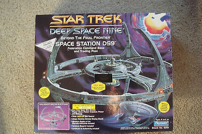 Star Trek Deep Space Nine Space Station DS9 Collectors Edition Playmates 6251