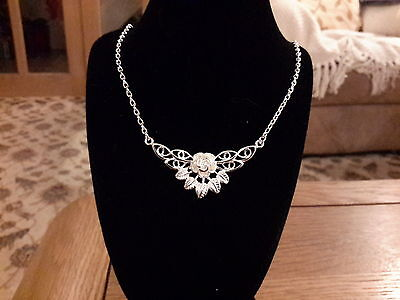 Brand new 925 stamped Silver flower necklace with gift box