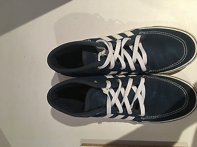 Mens Adidas Casual Shoes / Trainers US Size 9 - Great Condition