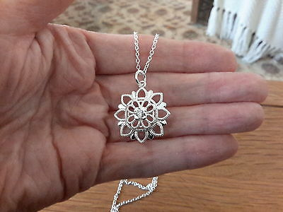 Brand new 925 stamped Silver pretty flower  Necklace with gift box