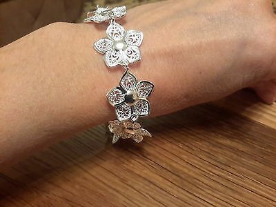 Brand new chunky Silver 925 stamped  daisy  bracelet and  Gift Box