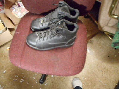 1 pair of rustlers steel toed work boots size 10