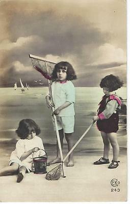 Young Children With Fishing Nets - Vintage   Postcard