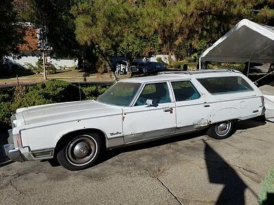1976 Chrysler Town & Country 4 door - 6 person 1976 Chrysler Town & Country - White with Blue Interior
