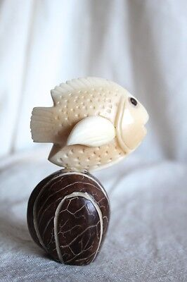 """Vintage 1950/60s Plastic Carved Fish and Stone - 3.3"""" T"""