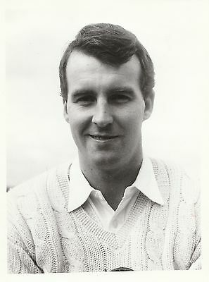 BARRY KNIGHT - b&w press photograph... Essex CCC, Leicestershire CCC