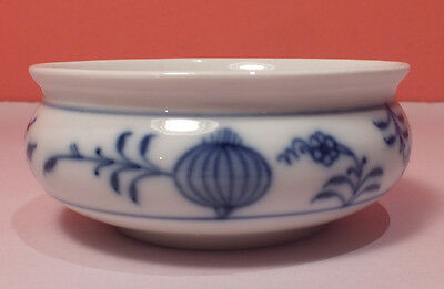 Meissen BLUE ONION Small Round Bowl Flowers Germany Crossed Swords PERFECT