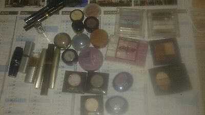 Lot de 27 pieces de maquillage