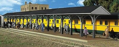 Walthers-Wood Station Shed & Platform -- Kit - Includes 4 Sections - HO