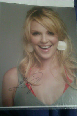 10 x 8 autograhed picture of Katherine Heigl with (COA)