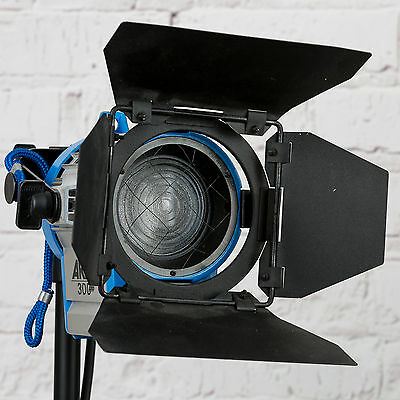 Arri 300 Plus Tungsten Fresnel Lens Light 300w