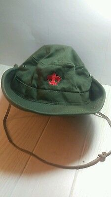 green hat with snaps