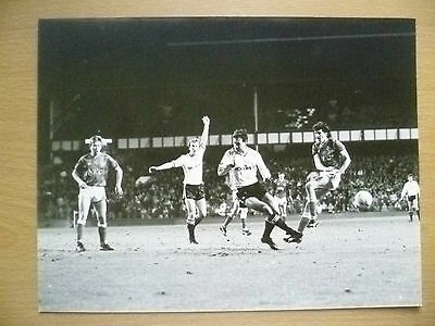 ORIGINAL PRESS PHOTO- EVERTON v CHARLTON - PLAYER in ACTION TO GOAL 21.5x16.5 cm