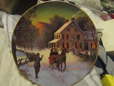 """1988 Avon """" Home For The Holidays """" 8"""" 22K gold trimmed collectors plate"""