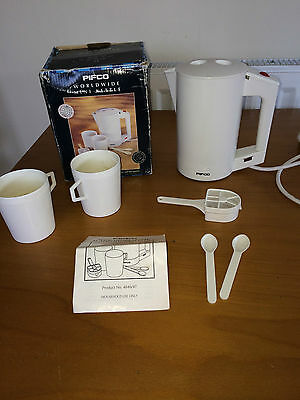 Pifco World Wide Mini Travel Kettle with 2 large cups, 2 spoons, tea filter