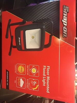 Snap On Rechargeable Cordless Floor Mounted LED Flood Light NEW 9O0U