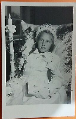 Anonymous people vintage postcard: Young brides maid holding a candle, unposted.