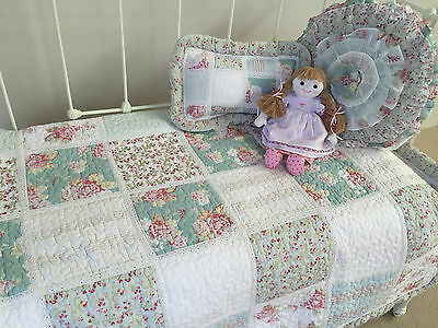 3pc Hannah Girls Shabby Chic Floral Baby Nursery Cot Quilt 2 x Cushions Set