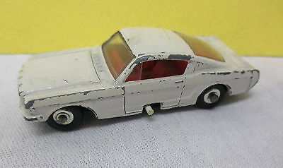No. 8 Matchbox Ford  MUSTANG mit Lenkhebel in WEIß -  bespielt