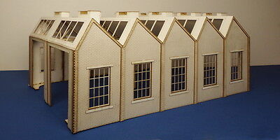 O gauge (7 mm) north light style engine shed B 70-10