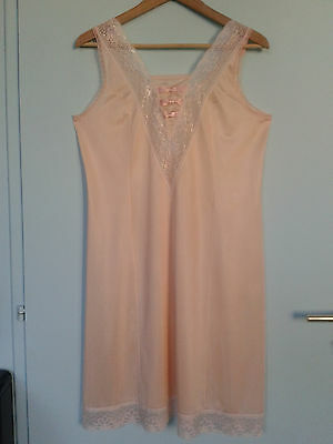Nuisette fond de robe jolie dentelle belle finition vintage T 44/46 ROSE SAUMON