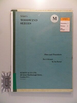 Ian Parrott : Minuet for Oboe and Piano. Schott's Woodwind Series : Oboe and Pia