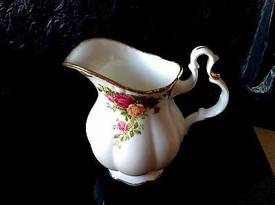 ROYAL ALBERT OLD COUNTRY ROSES LARGE JUG/PITCHER. 1st 1973-1993. Excellent.