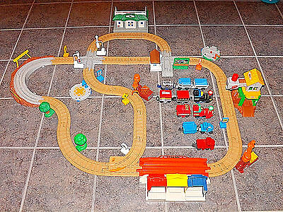 HUGE Fisher Price GeoTrax Train Track Lot w/ 5 Vehicles & 6 Pull-Along Cars ++++
