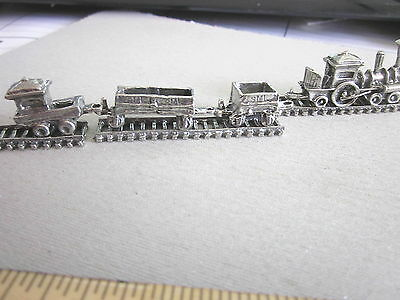 Miniture Pewter Train - 1x  Engine - 2x wagons & 1x carboose & 3 track pieces