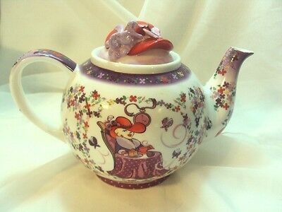 RED HAT SOCIETY Teapot Cardew Design (2004)  Large Tea Pot with Red Hat Lid