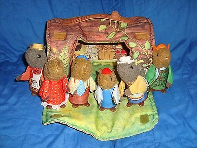 Woodseys Fisher Price Log house & 6 squirrels finger puppets