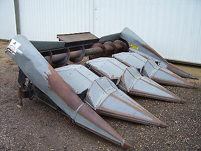 Gleaner A-438 corn head 4 row wide combine header A 438