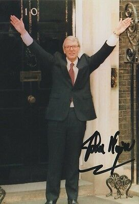 *signed*  Sir John Major - 6X4 Photo  (Former Prime Minister)  Autographed