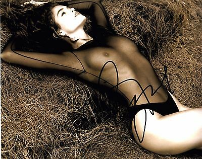 CINDY CRAWFORD SIGNED 10x8 PHOTO - Beautopia