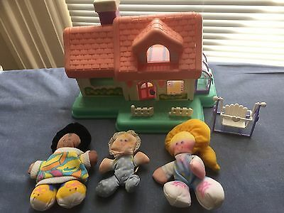 7 Piece VINTAGE LOT of Fisher Price Smooshees Dolls / House / Stroller / Bed
