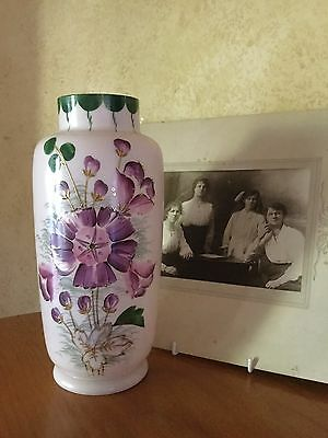 ANTIQUE VICTORIAN LARGE MILK GLASS VASE HAND PAINTED PURPLE FLOWERS C1880's