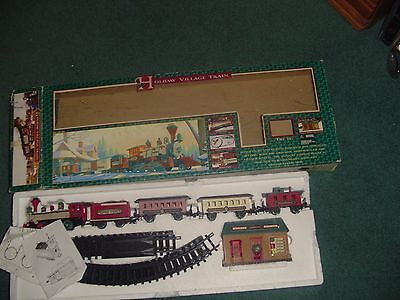 New Bright Holiday Village Train  Musical  Works  # 174   Nice In Box Battery Op