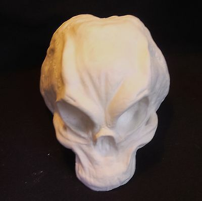LARGE AGGRESSIVE ALIEN SKULL replic LIFE SIZED GAFF FILM PROP