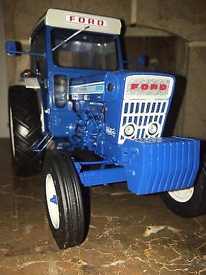 Ford 7000 Tractor Model 2009 Doe Show Rare Mint In Mint Box  Universal Hobbies