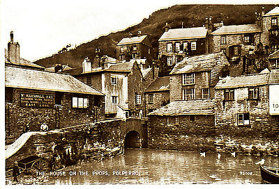 "CORNWALL - 1920/30s RP Postcard  ""the House on the Props"" POLPERRO"