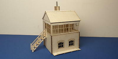 O gauge (7 mm) small signal box - left stairs  - LCC B 70-13L