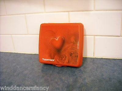 Tupperware Red Heart Sandwich Keeper Box Moving Holograph Collectible Nostalgia
