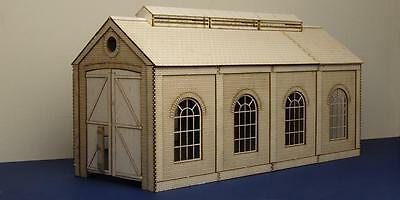 O gauge (7 mm) small single track engine shed with round windows - LCC B 70-01