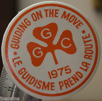 GIRL GUIDES CANADA GUIDING ON THE MOVE pin button pinback 1975 Vintage Scouting