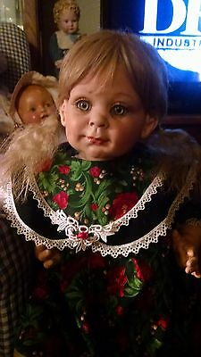 fayzah spanos dressed for Christmas 26 in green eyes