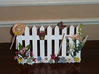 SPRING/SUMMER FENCE ACCESSORY FOR BYERS CHOICE ~ Terrific w/carolers