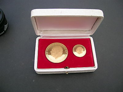 18ct Gold Churchill Commemorative 2 Coin/Medallion Set  21.2 grams