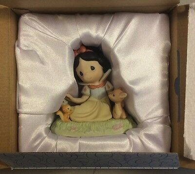 Precious Moments Disney Snow White Figurine: Fair In Beauty And In Spirit